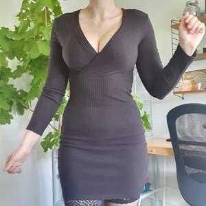 Liten svart klänning. Använd ca 3ggr, säljer eftersom jag aldrig använder den.