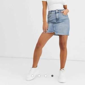 70+ frakt. Jeanskjol från asos, säljer pga den är för liten. Använd 3 gånger förra sommaren.