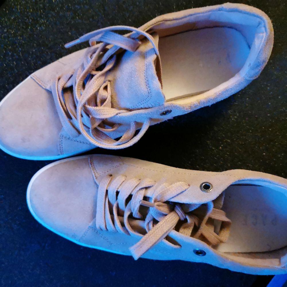 Ett par bech rosa skor i storlek 39. Använt 2 gpnger. Skor.
