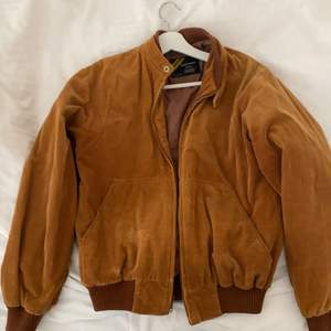 Brun/orange jacka från beyond retro i Manchester. Använd sparsamt.