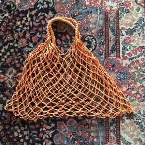 Stor orange nätväska från monki! Köparen betalar frakt!😻