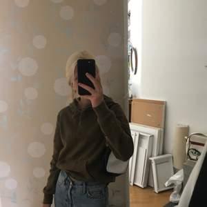 Säljer denna hoodie från H&M då jag sällan har på mig hoodies :) den är sjukt skön och matchar till det mesta! Kontakta vid intresse 💞