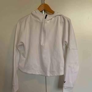 Gympa hoodie i bra skick (aldrig använd) Frakt ingår