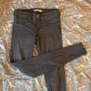 """Världens skönaste, stretchiga jeans från Gina Tricot. Modellen heter """"Alex"""". En populär modell pga att byxorna är så otroligt mjuka och stretchiga."""