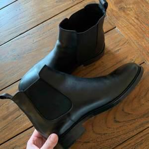 Säljer skor från Bianco som är nyligen köpta, använd endast ett tillfälle. Säljer pga inte min smak.