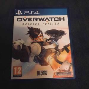 Owerwatch Origins Edition är ett fantastiskt bra spel som är i nyskick och aldrig använt. Rekommenderar spelet mycket starkt till dig som gillar äventyrliga spel, frakten kostar 19kr!