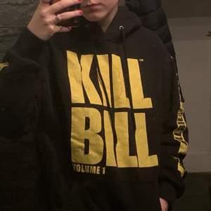 Kill Bill Hoodie köpt på Carlings för 500kr. Säljes för 200kr + frakt.