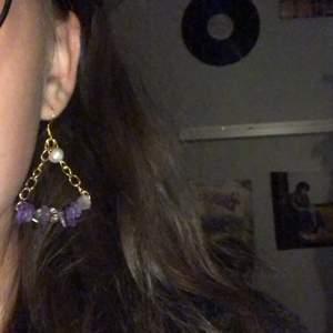 Säljer dessa örhängen som jag gjort själv. Dom kostar 45 kr +11 kr i frakt. DMa mig om ni är intresserade!