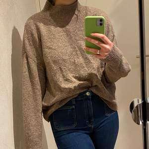 Underbar stickad tröja från H&M som jag knappt använder längre, köpt i våras❤️