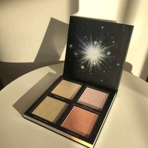 NY! Huda Beauty highlighter palett 'Winter', värde 450 kr, aldrig använd eller testad