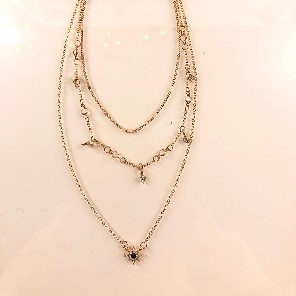 Jättefint halsband, säljer då det tyvärr inte kommer till andvändnig✨ (frakt tillkommer) . Accessoarer.