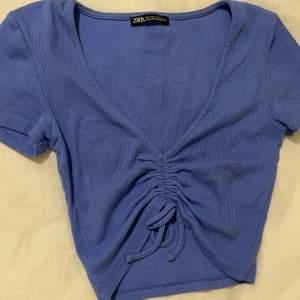 Super söt zara topp i baby blå färg. 50kr + frakt 22 ❤️