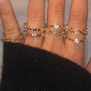 GRATIS FRAKT. Handgjorda ringar i guld. 105 kr st. Jättefin och bra kvalité, helt oanvända. Tappar varken färg eller rostar
