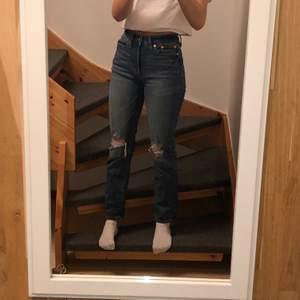 Snygga och jätte sköna mörkblåa jeans från lager 157. (Frakt tillkommer) 🤍🤍🤍