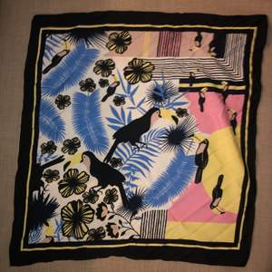 Print square scarf, perfect to use as bandana, tie around neck/as a bag accessory