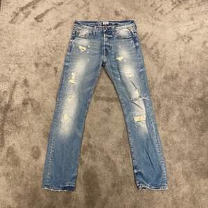 Slitna Replay Jeans i storlek 28/32. Nypris: 1699kr