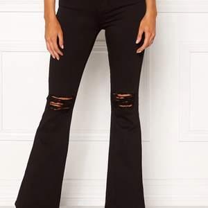 Dr denim jeans bootcut, svarta. Storlek XS nästan oanvända så nytt skick. Frakt 50kr