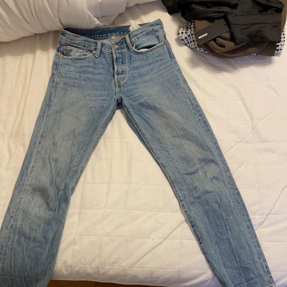 Bra skick storlek 27 men är för på gränsen till mig och jag har vanligtvis 26. Jeans & Byxor.