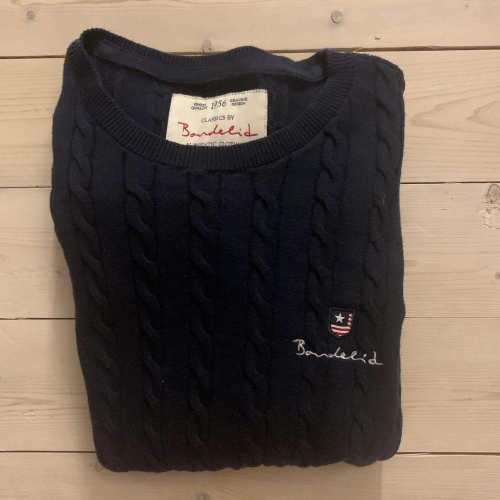 En inte så använd Bondelid tröja i stickat material. Super skön och super fin, passar bra till mycket. Den är även varm och go. Nypris 599.. Stickat.