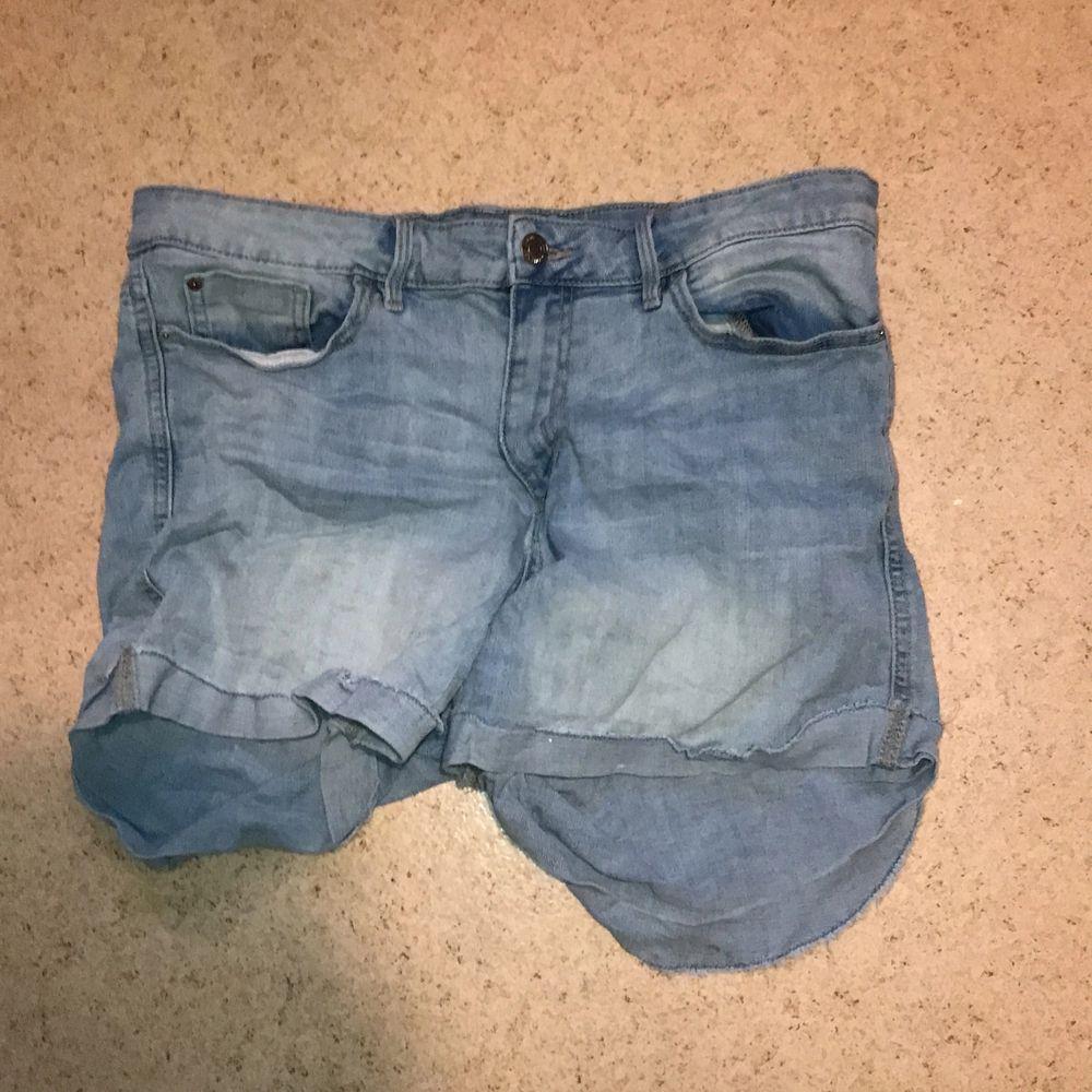 Shorts från Cubus storlek 44, stretchiga.  Kan skickas mot fraktkostnad. Kan även mötas upp på backaplan/nordstan i Göteborg . Jeans & Byxor.