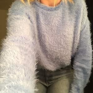 Fin och mjuk tröja från Zara. Köparen står för frakt.