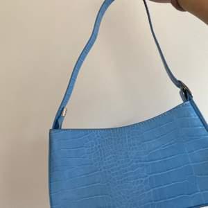 Axel väska köpt här på Plick, vet ej vart den kommer ifrån