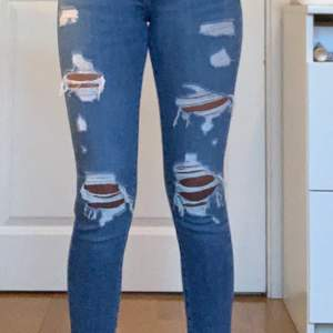 Jeans från Levis! Väldigt fint skick!💕 köparen står för frakten! Pris kan diskuteras