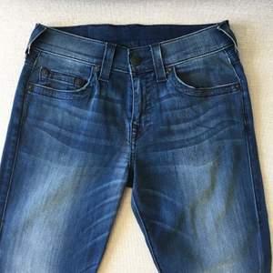 """Jeans från True Religion för man. Storlek 29 """"relaxed skinny fit"""". Som nya!!"""
