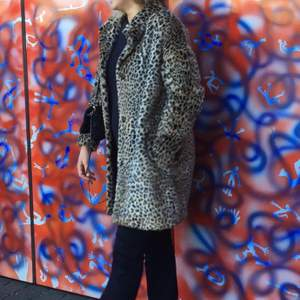 Hej, jag säljer en jacka som är leopard mönstrad. Storlek small. Säljer för 300kr ink spårbar frakt.