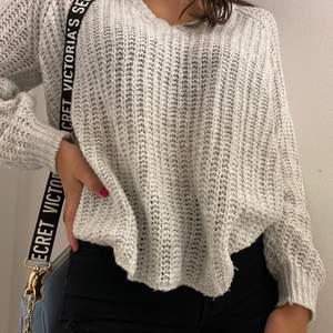 Super fin stickad tröja från lager 157, oanvänd och storlek S, pris: 40 kr