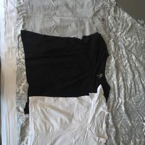 Säljer dessa 3 T-shirts för 99 kr tillsammans inklusive frakt!! Vet inte vart dem är köpte men det står att märket är basic U. Storlek S på allihopa. Den vita och gråa sitter lite tajtare och den svarta lite lösare. Funkar bra som basic toppar!