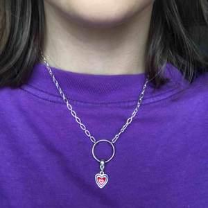 silverhalsband med litet hjärta. har gjort själv, bra skick. frakt 9kr ;) <3