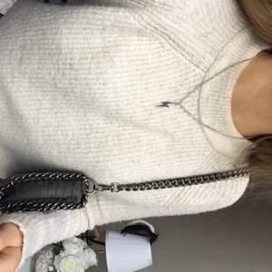 Säljer detta silvriga halsband 💕⚡️