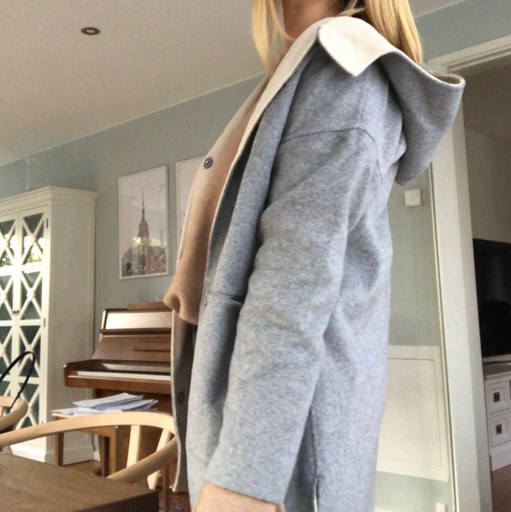 Kort kappa från Zara med luva! Storlek S! . Jackor.
