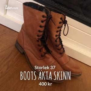 Nätta boots i äkta skinn från Duffy. Endast använda en gång