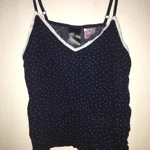 Pyjamaslinne från h&m, endast testad i storlek 34 eller 36. Buda från 50kr+frakt men kan även mötas upp i stan❤️❤️