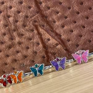 Söta fjärils ringar som kommer i olika färger! Säg bara vilka/vilken av dem du vill ha. Kom privat för flera bilder💕 + frakt