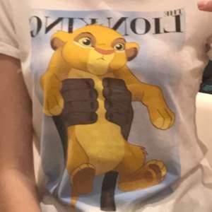 vit lion king t-shirt xs-m