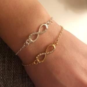 Säljer dessa superfina infinity-armband😍 Finns både i guld eller silver men endast i begränsat antal! 🌟