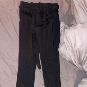 As sköna & snygga kostymbyxor! XS men passar även S. Frakt tillkommer. Aldrig används. Köpa för 300kr
