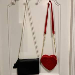 Svart handväska från H&M, röd handväska från Monki. En för 50kr eller båda för 90kr (RÖDA SÅLD)