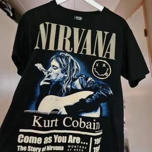 As ball nirvana t-shirt med kurt på;) jättefint skick. Sitter oversized. BUDGE I KOMMENTARERNA, OCH SKRIV PRIVAT