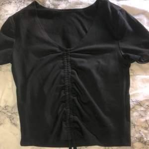 Svart tröja med dragsko från SHEIN, oanvänd, köparen står för frakten