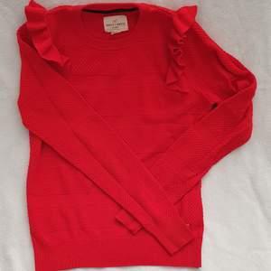 Holly & White stickad tröja, str s, röd, med mönster och detaljer