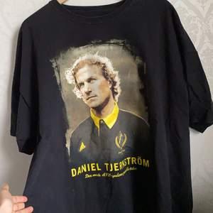 Superskön oversized aik t-shirt, finns inte att köpa längre. 75+frakt💞