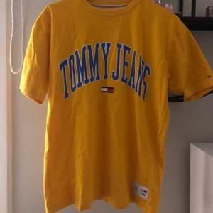 En superfin oversised t-shirt från Tommy hilfiger, aldrig använd då den inte är min smak längre