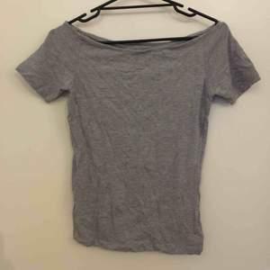 Tre stycken gråa bas-tshirts, säljs i paketpris 50kr för alla tre!