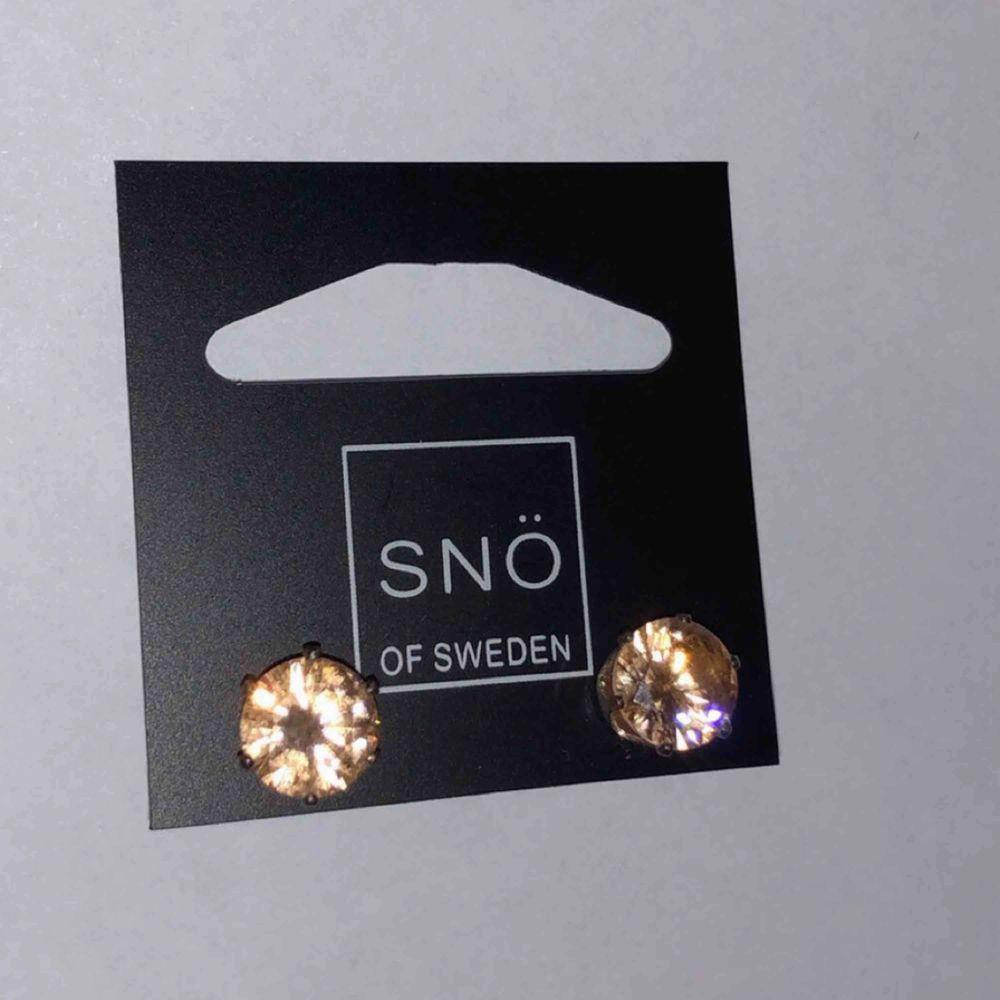 Olika örhängen från snö of sweden Oanvända 40:- st Frakt 10 kr. Accessoarer.