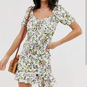 Blommig klänning från asos ⚡️ använd en gång