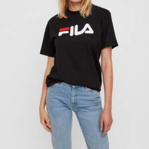 💓Fin fila t-shirt säljes💓 Säljs pga att den inte används. Köpte på shpock, så inte i nyskick, men den är i bra skick eftersom den knappt är använd av mig. Står xs, men passar mig som vanligtvis är en S/M💓